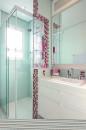 banheiro pequeno colorido 8