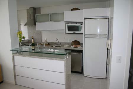 Uma cozinha americana pequena para espa os reduzidos for Modelos de cocinas americanas pequenas
