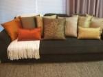 sofa com almofadas 3