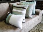 sofa com almofadas 8