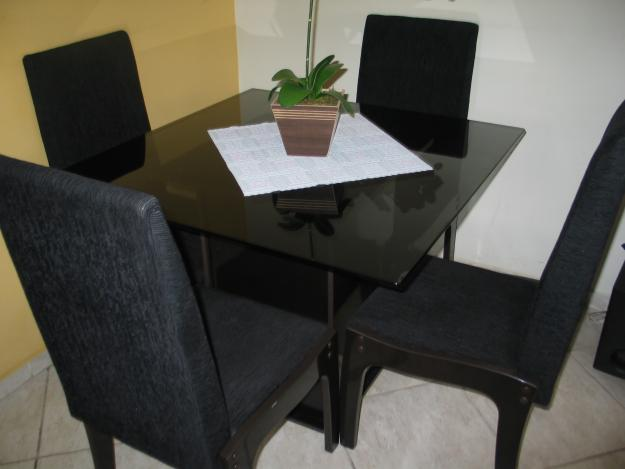 Fant stica mesa de jantar 4 lugares para uma sala muito for Mesas para apartamentos pequenos