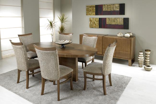 Fabulosa mesa de jantar oval linda e traz conforto for Mesas para comedores pequea os