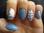 unhas decoradas com azul e branco 1