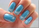 unhas decoradas com azul e branco 5