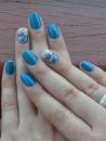 unhas decoradas com azul e branco 6