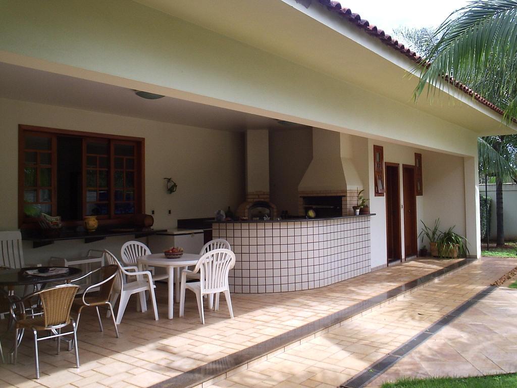 Área de churrasco espaço agradável com bela decoração veja  #7F5C4C 1024x768