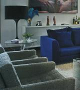 sala decorada com sofa azul 5