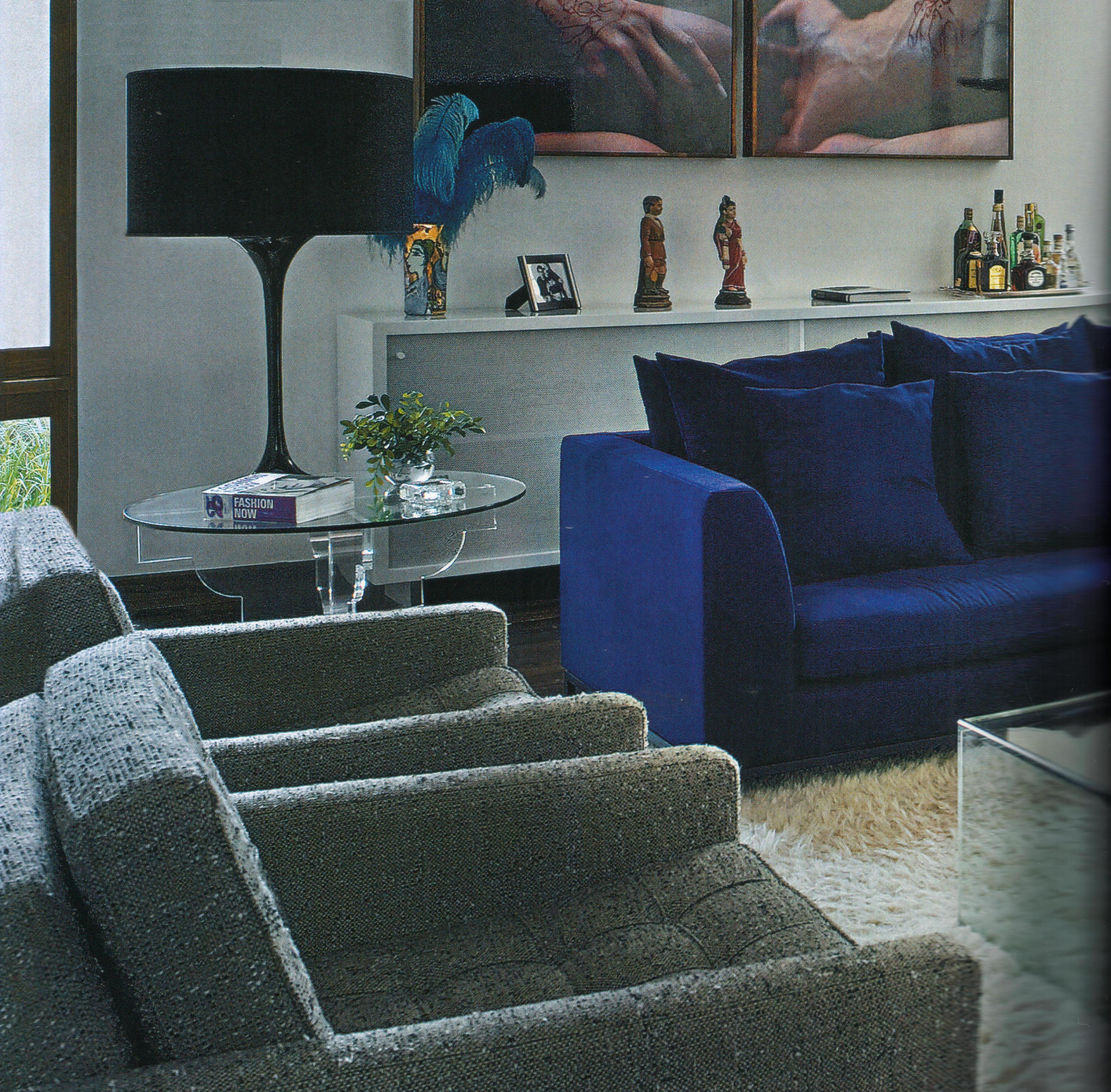Sala Decorada Com Sof Azul Charme E Estilo No Ambiente Moda E  -> Decoracao De Sala De Tv Com Sofa Azul