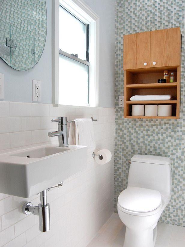 em madeira um nicho de banheiro