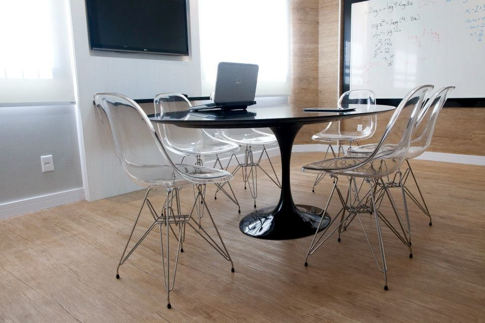 mesa de jantar oval 4 lugares
